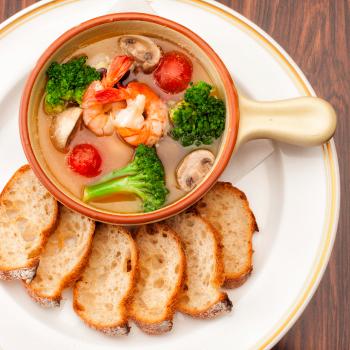 7品コースの追加料理例(海老とマッシュルームのアヒージョ)